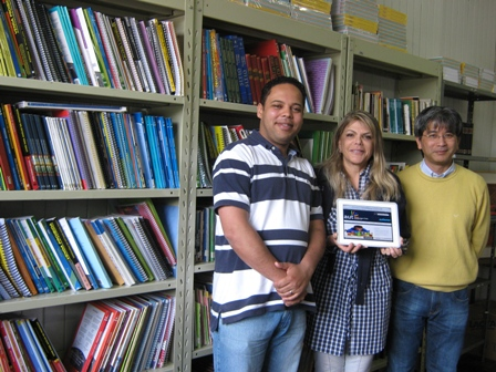 Na foto, Maria Antonieta ao meio, Wellington à esquerda e Heverson Akira Tamashiro, parceiro da ONG que também acompanhou o projeto do site.